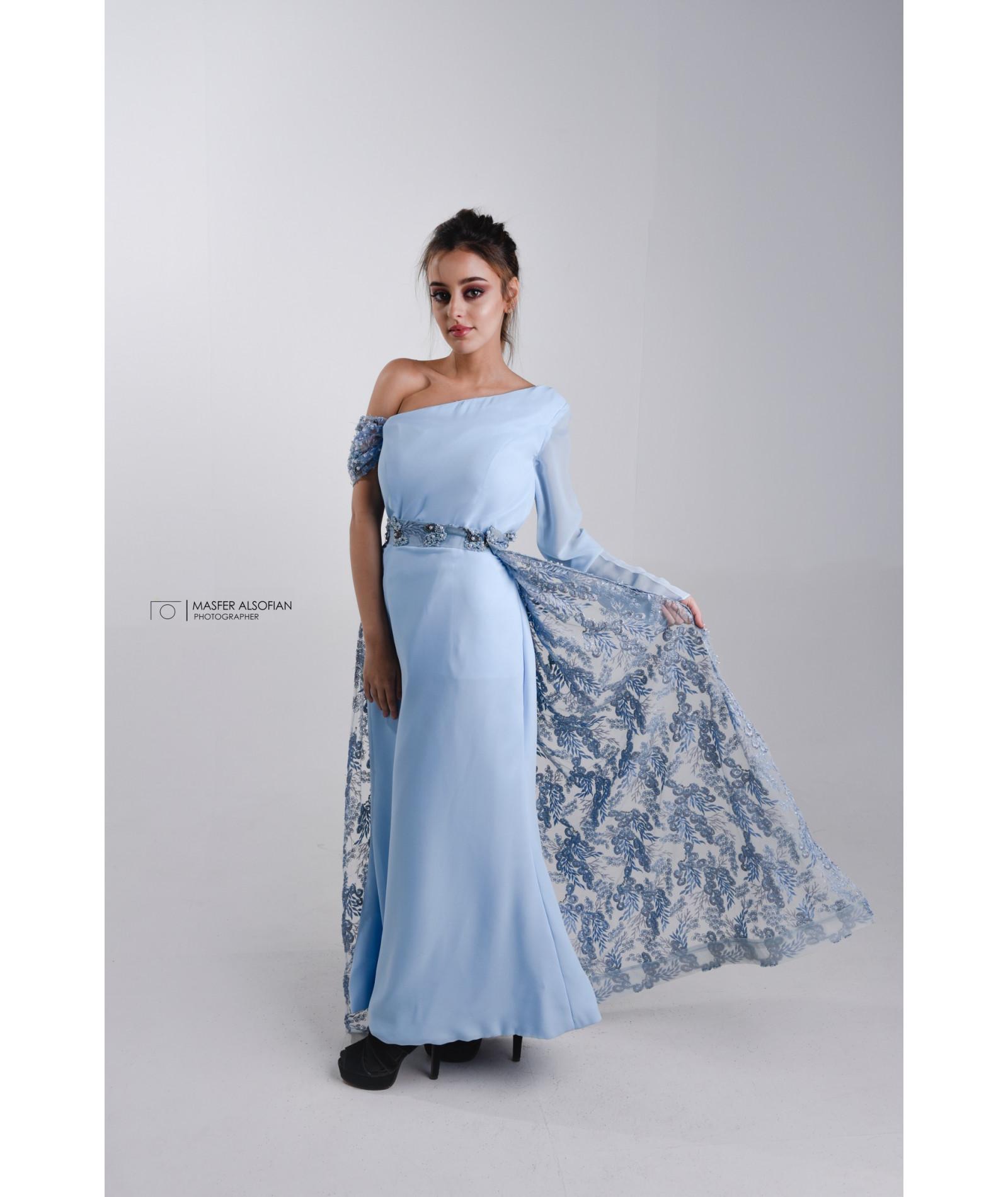 فستان سماوي مطرز
